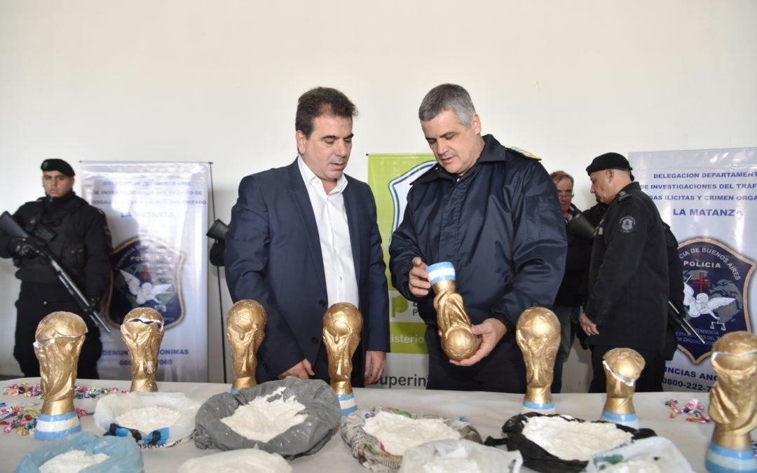 Trafican droga en trofeos de la copa del mundo