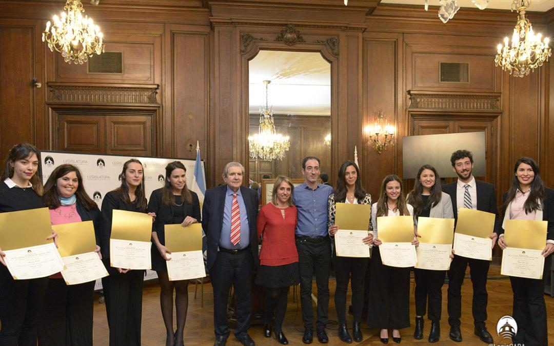 Distinguen a estudiantes premiados internacionalmente