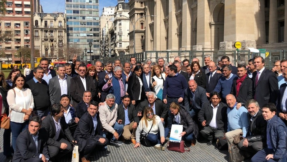 Cien intendentes de las provincias reclaman el fondo sojero