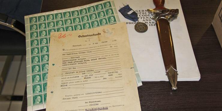 Comerciante procesado por vender artículos nazis