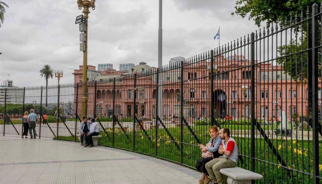 Insisten con la ley que enreja Plaza de Mayo
