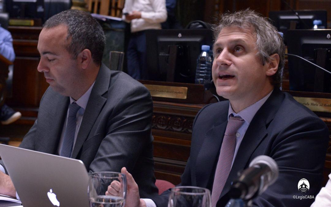 Felipe Miguel expuso en la Legislatura porteña