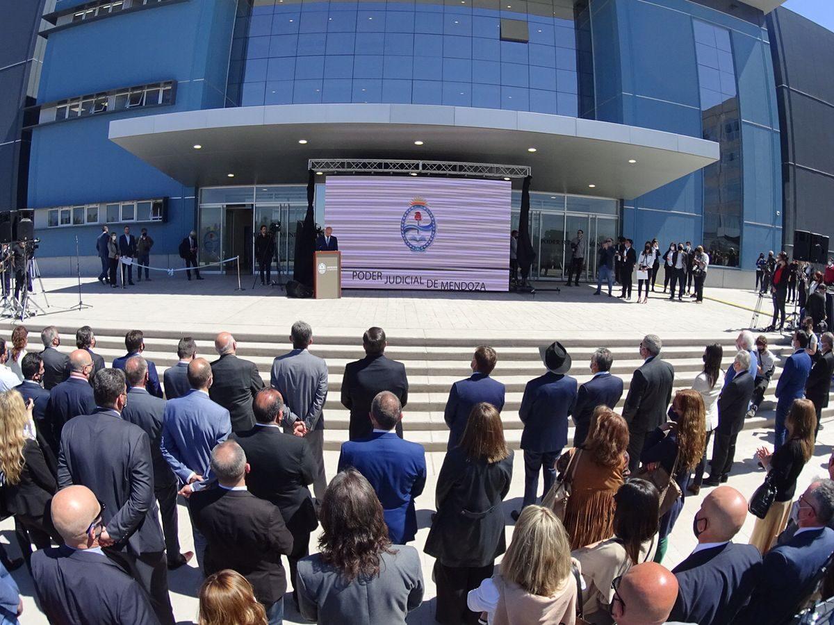 Mendoza inauguró el Polo Judicial, la cara visible de la cirugía mayor en el fuero Penal