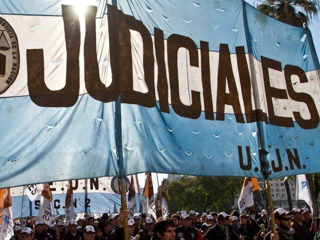 Paro de judiciales: desconexión digital y concentración con distanciamiento social