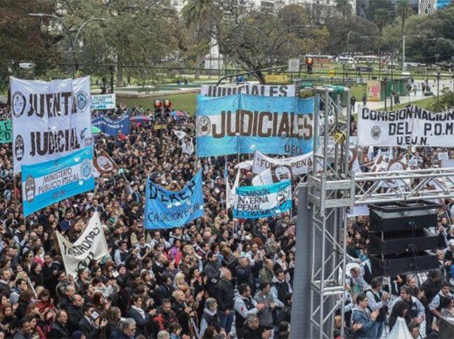 Reclamo colectivo de los judiciales por Ganancias