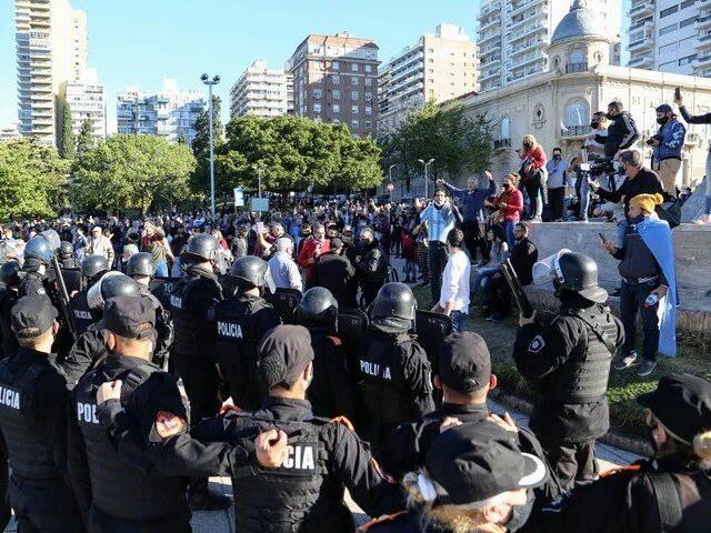 Marchas anticuarentena: la ley prevé penas de hasta quince años de prisión