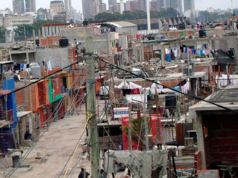 La Justicia ordenó a una telefónica que informe por qué no brinda internet en las barrios populares