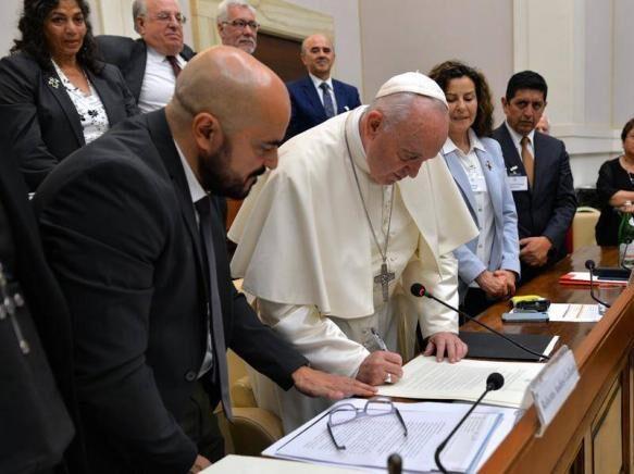 """El mensaje del Papa Francisco envío un mensaje a los jueces: """"No hay justicia en la inequidad"""""""